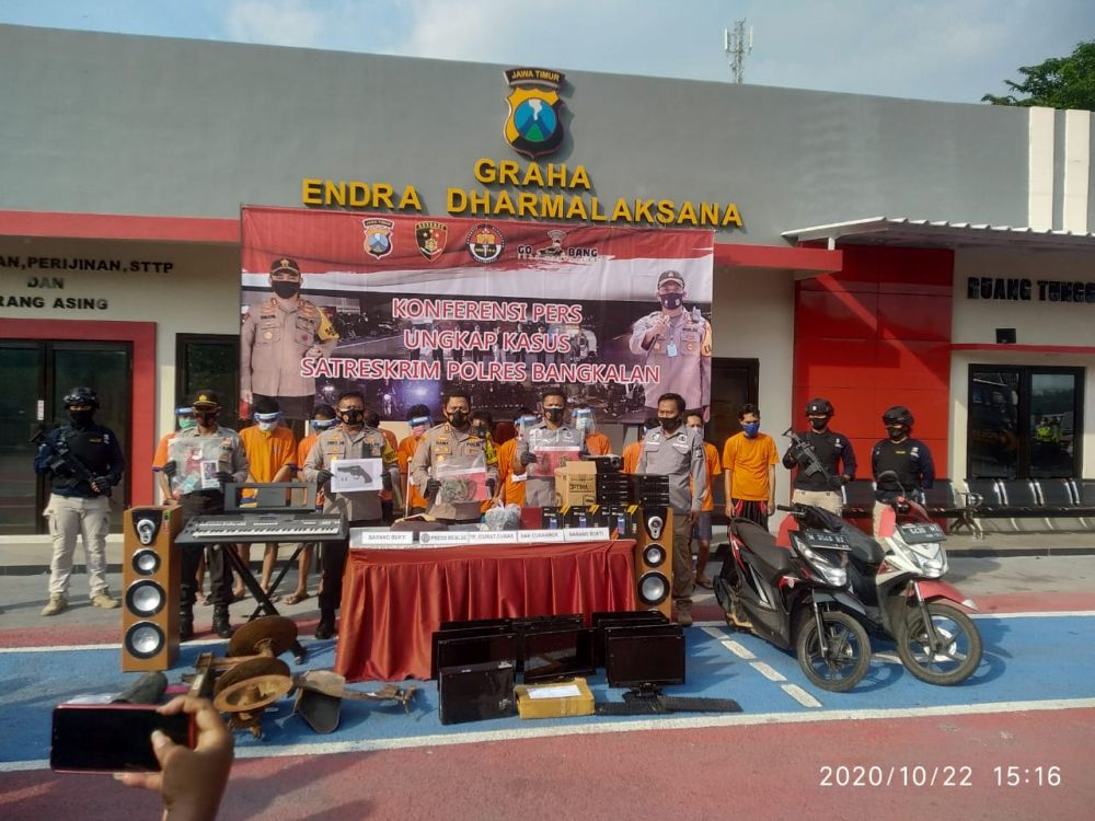 Kapolres Bangkalan AKBP Rama Samtama Putra saat pimpin pers rilis kasus 3C. (Foto: Wahyu/Advokasi.co)