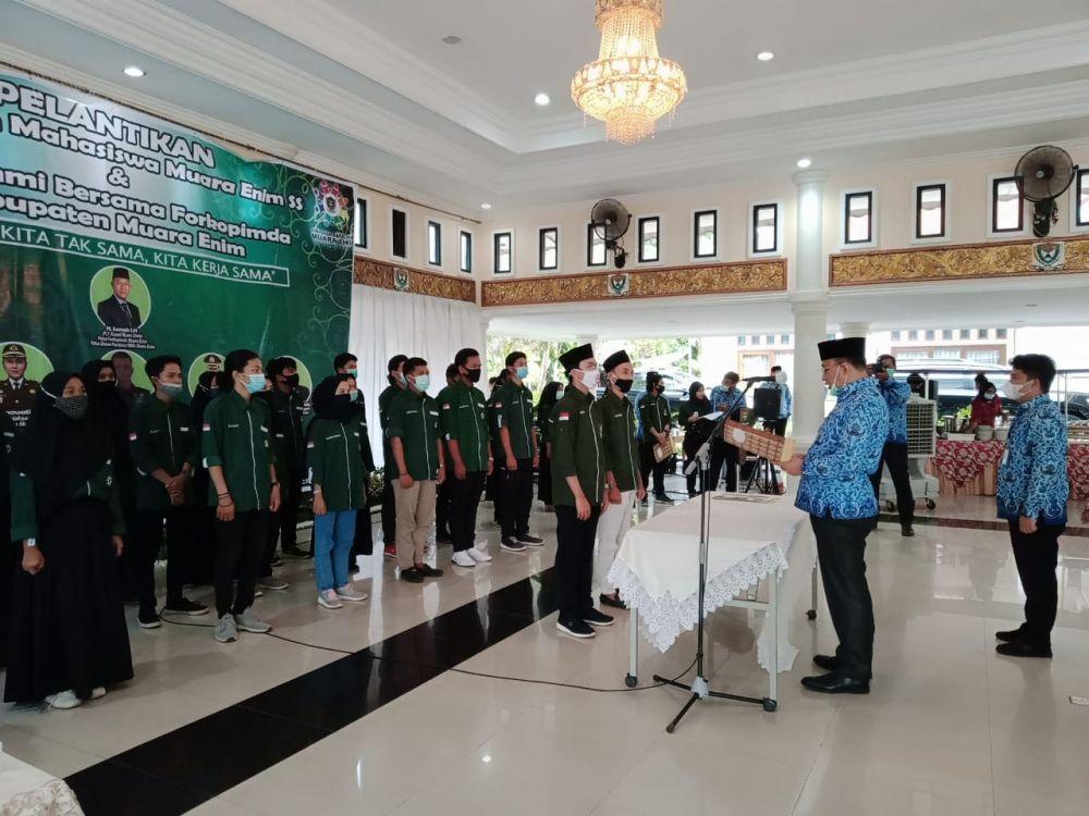 Plt Bupati Muara Enim, Juarsah melantik Himpunan Mahasiswa Muara Enim. (Foto: Danu/Advokasi.co)
