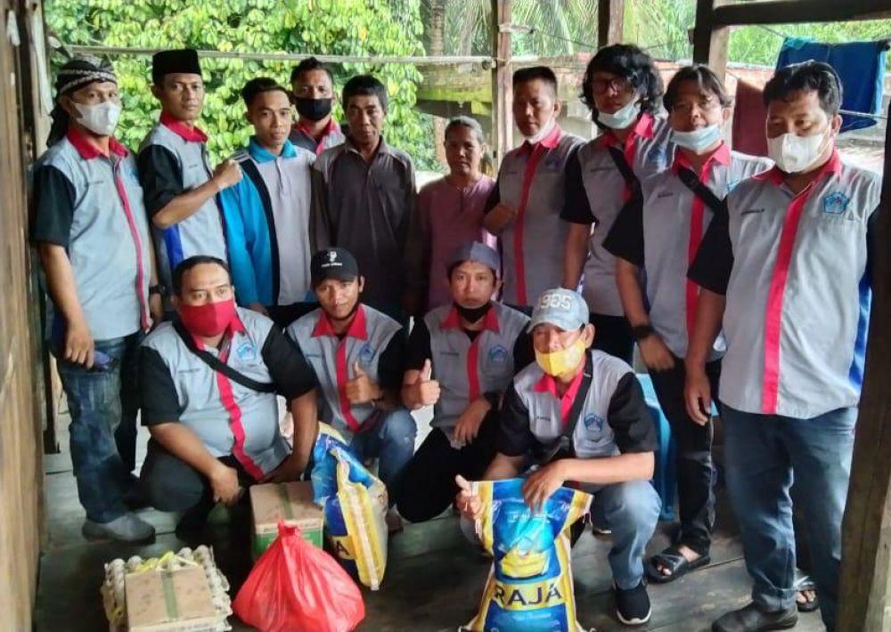Saat bagikan Bantuan Di Desa Kepur (Korban Kebakaran Rumah)
