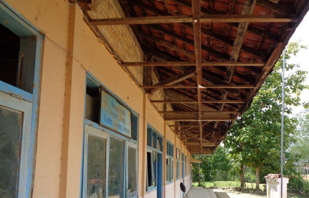 Kondisi bangunan yang tak layak pakai dan berbahaya dalam proses belajar mengajar di SDN Durjan 3(DOK:Wahyu/Advokasi.co)