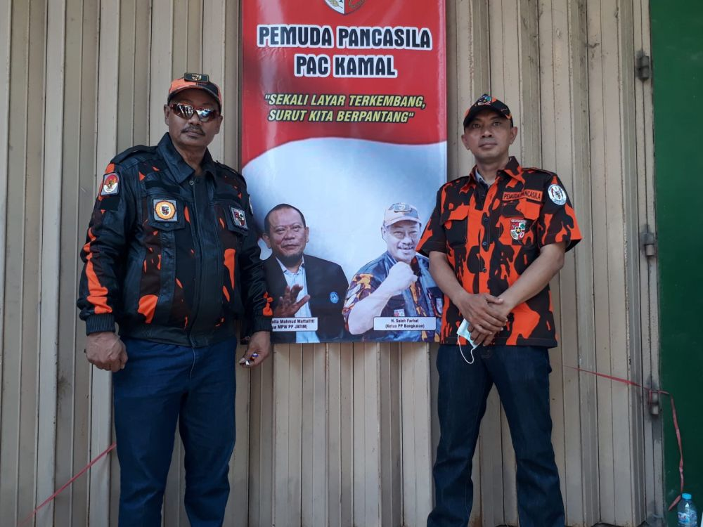 Ketua MPC PP Bangkalan H. Saleh Farhat(kiri) bersama ketua PP PAC Kamal Alun(DOK:wahyu/Advokasi.co)