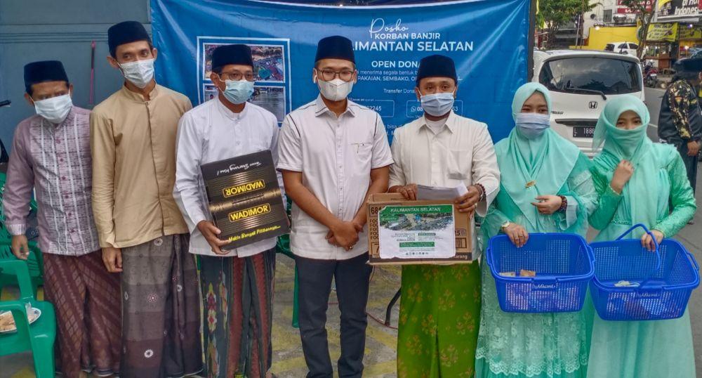 Ra Latif dan Ra Nasih foto bersama panitia donasi(dok.wahyu advokasi)