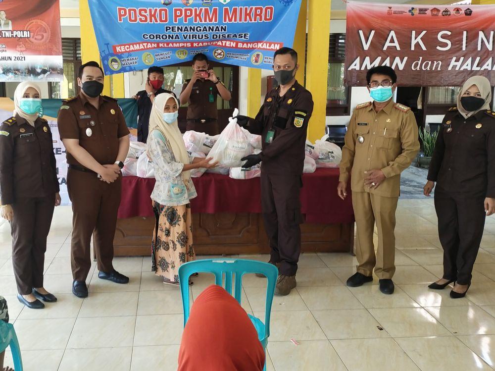 Korps Adhyaksa Bangkalan bersama Camat Klampis Abdul Malik(DOK:Wahyu/Advokasi.co)