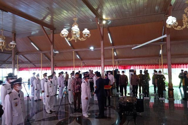 Lantik 111 Kepala Desa Terpilih, Ra Latif Berpesan Agar Kembangkan Potensi Wilayah