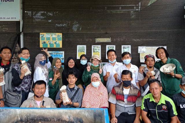 Belajar Budidaya Jamur Tiram, Pegiat Organisasi Kunjungi Desa Tanjung Raja